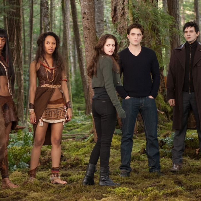 (L-R) JUDITH SHEKONI, TRACEY HEGGINS, KRISTEN STEWART, ROBERT PATTINSON, CHRISTIAN CAMARGO, PETER FACINELLI and CASEY LaBOW star in THE TWILIGHT SAGA: BREAKING DAWN-PART 2.Ph: Andrew Cooper, SMPSP? 2011 Summit Entertainment, LLC. All rights reserved.