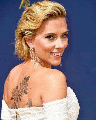 Scarlett Johansson Debuted A Large Back Tattoo At The Emmys