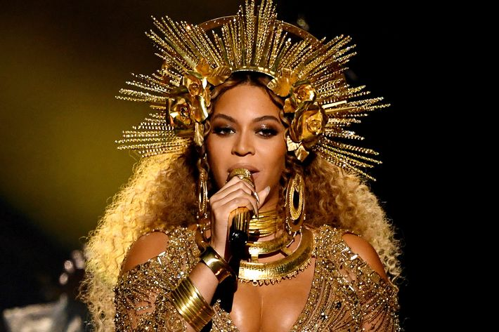 Beyonc 233 Was A Literal Goddess During Her Grammys Performance