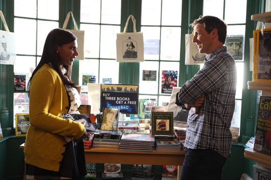 "THE MINDY PROJECT:  Mindy (Mindy Kaling, L) meets Matt (guest star Seth Meyers, R) in a bookstore in the ""Hiring and Firing"" episode of THE MINDY PROJECT airing Tuesday, Oct. 2 (9:30-10:00 PM ET/PT) on FOX."
