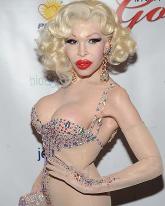 This is precisely what Amanda Lepore thinks of waiting in line.