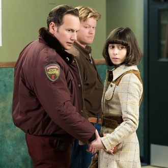 "FARGO -- ""Rhinoceros"" -- Episode 206 (Airs November 16, 10:00 pm e/p) Pictured: (l-r) Patrick Wilson as Lou Solverson, Jesse Plemons as Ed Blumquist, Cristin Milioti as Betsey Solverson. CR: Chris Large/FX"