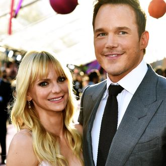 dee667ba34 Here Are 5 Nice Things Chris Pratt Says About Anna Faris in Her Book's  Foreword