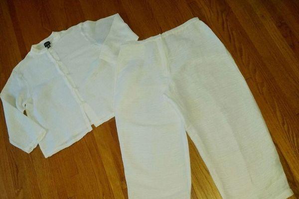 Eileen Fisher 2 Piece White Linen Blend Capri Set Suit