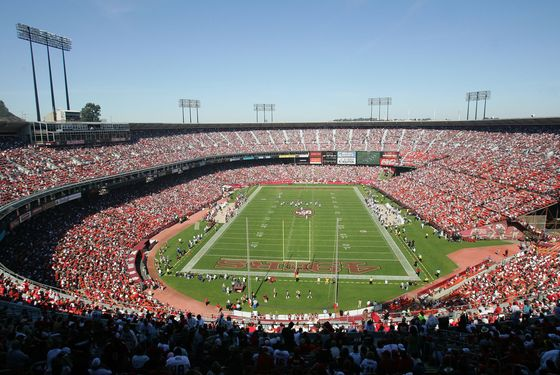 SAN FRANCISCO - OCTOBER 08:  General view of the NFL game between the Oakland Raiders and the San Francisco 49ers as seen at Monster Park on October 8, 2006 in San Francisco, California.  (Photo by Jed Jacobsohn/Getty Images)