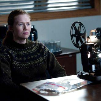 Sarah Linden (Mireille Enos) - The Killing - Season 2, Episode 13