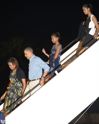 HONOLULU, HI - DECEMBER 21: President Barack Obama, First Lady Michelle Obama with daughters Sasha Obama and Malia Obama disembark Air Force One at Joint Base Pearl Harbor-Hickam for their winter vacation on December 21, 2013 in Honolulu, Hawaii. The president and his family spend the Christmas holiday in Hawaii, Obama's birthplace. (Photo by Cory Lum - Pool/Getty Images)