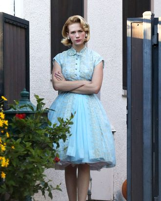 Los Feliz, CA - Actress January Jones looks cute in a blue dress and bright red lipstick as she watchers her son Xander trick or treat with his nanny around her neighborhood. January almost looked like she put on one of her wardrobe dresses from her hit show