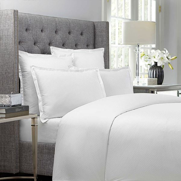 Wamsutta 620-Thread-Count Dot Duvet Cover in White