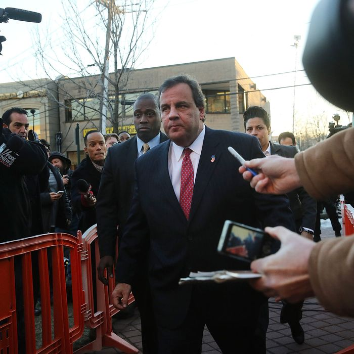 New Jersey Gov. Chris Christie enters the Borough Hall in Fort Lee to apologize to Mayor Mark Sokolich on January 9, 2014 in Fort Lee, New Jersey.