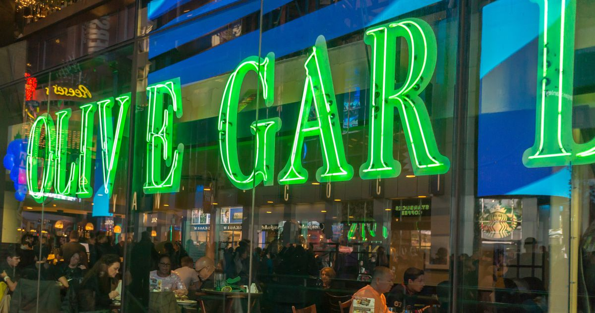 Indoor Dining At The Times Square Olive Garden