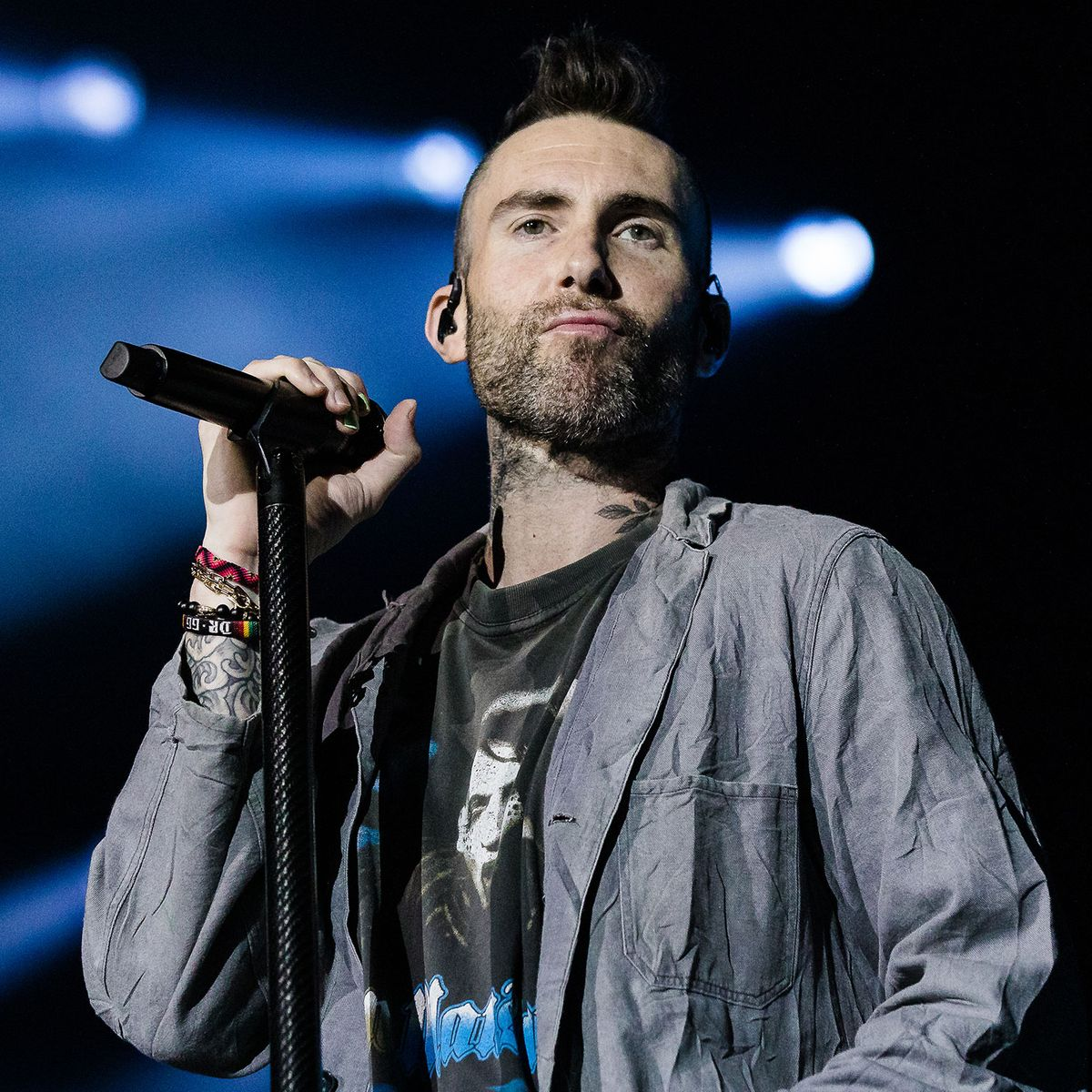 Who is maroon 5 lead singer