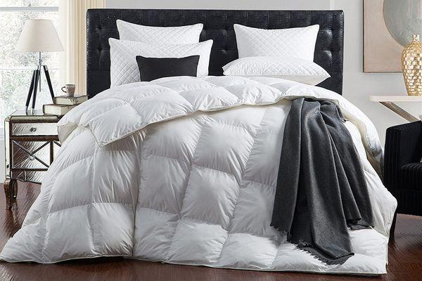 Egyptian Bedding Goose Down Comforter