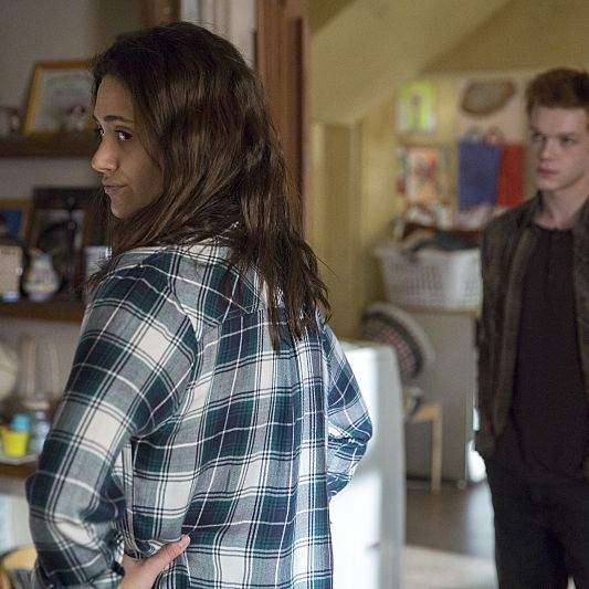 Emmy Rossum as Fiona, Cameron Monaghan as Ian.