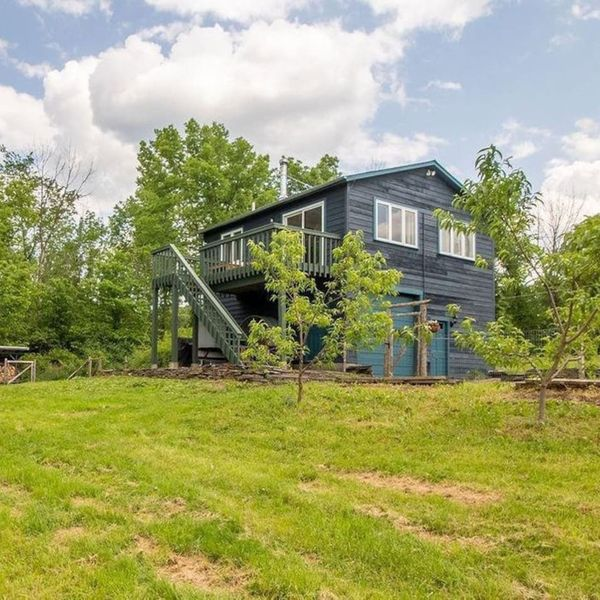 Perfect Country Cabin getaway. Large Fenced yard.