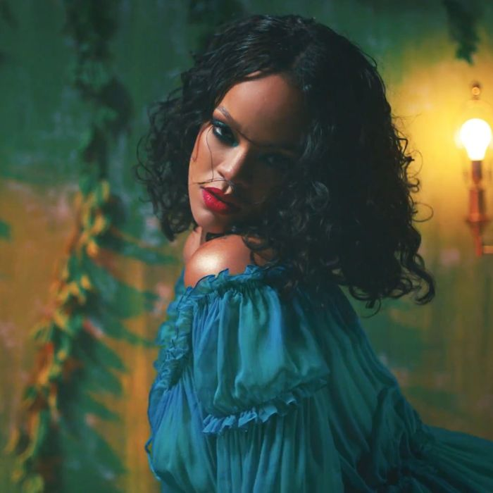Rihannas Wild Thoughts Hair And Makeup