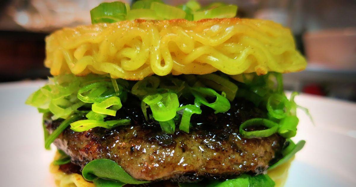 Hundreds of Hawaiians Wait in Line for Ramen Burgers