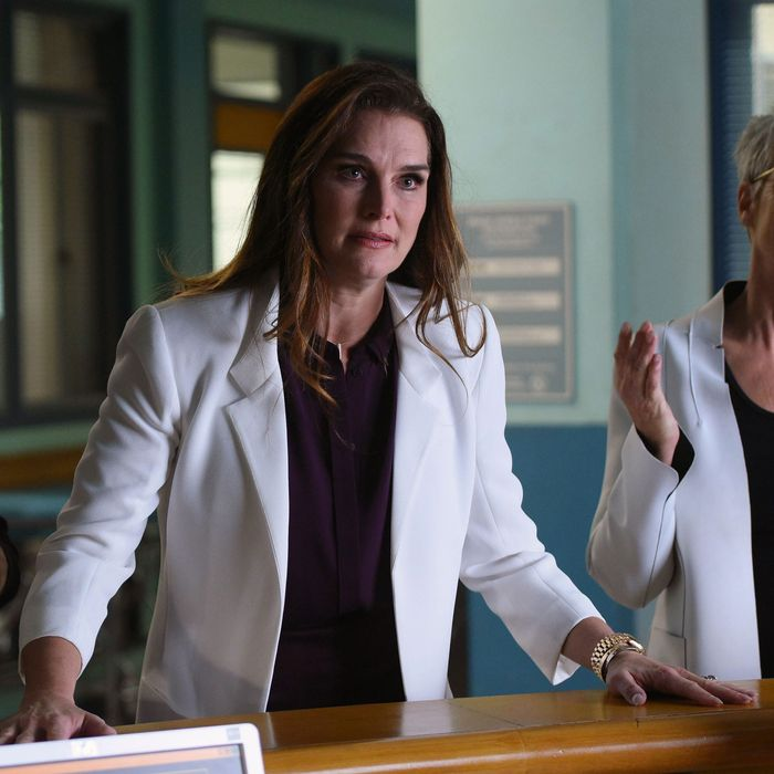 "SCREAM QUEENS: L-R: Guest Star Brooke Sheilds and Jamie Lee Curtis in the all-new ""Lovin The D"" episode of SCREAM QUEENS airing Tuesday, Dec. 13 (9:01-10:00 PM ET/PT) on FOX. Cr: Michael Becker / FOX. © 2016 FOX Broadcasting Co."