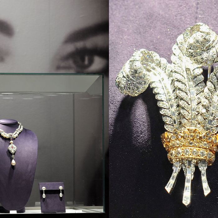 The La Peregrina necklace (left) and the Prince of Wales brooch.