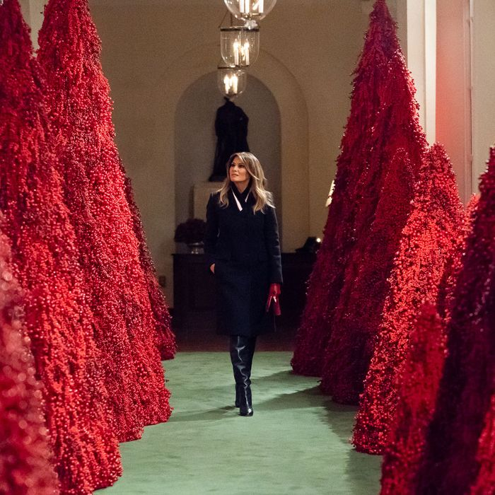 Red Christmas Tree.Melania S Red Christmas Trees Are Being Stripped Of Berries