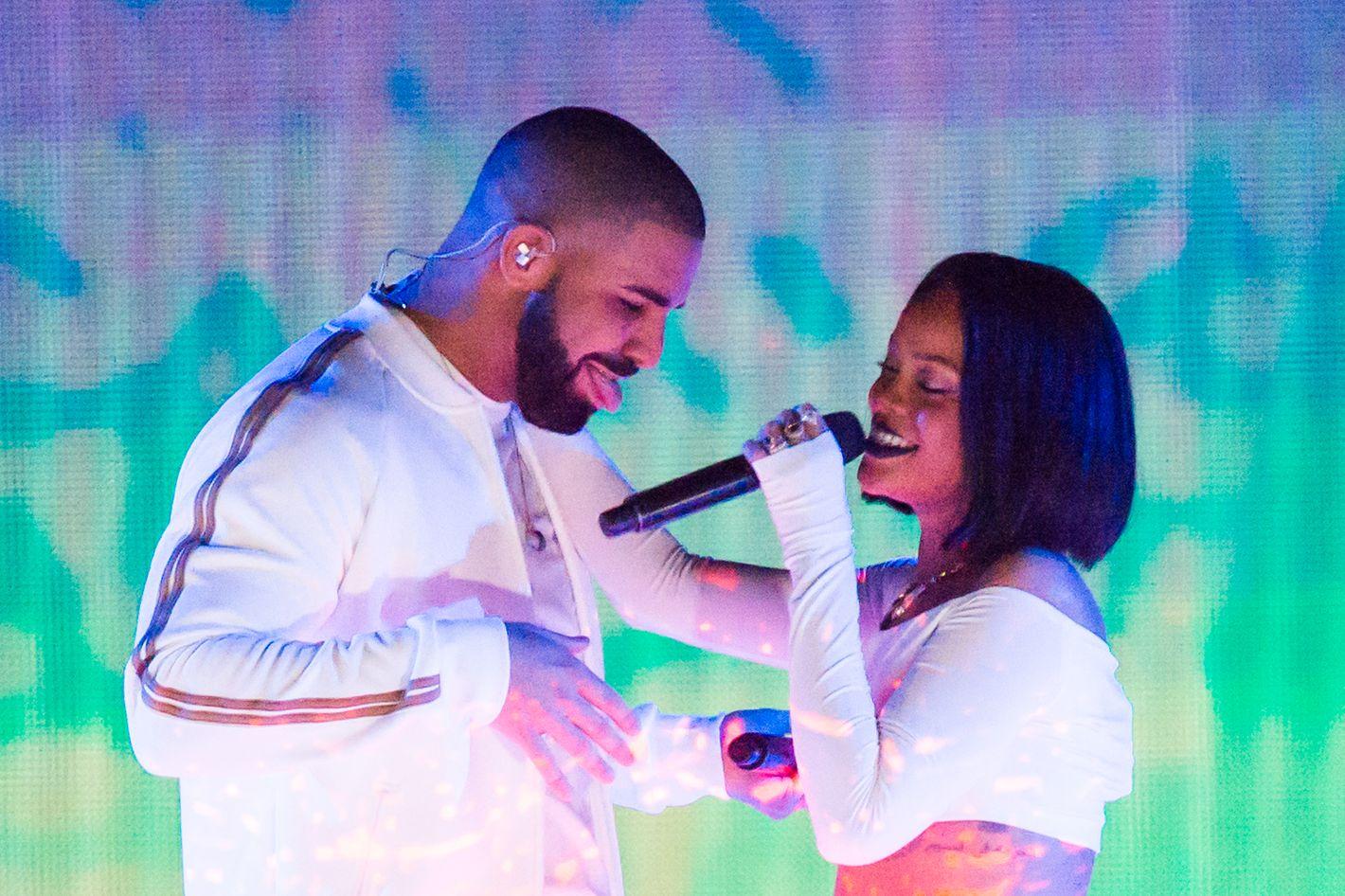 32253debdb529 Drake and Rihanna Have Apparently Broken Up Again
