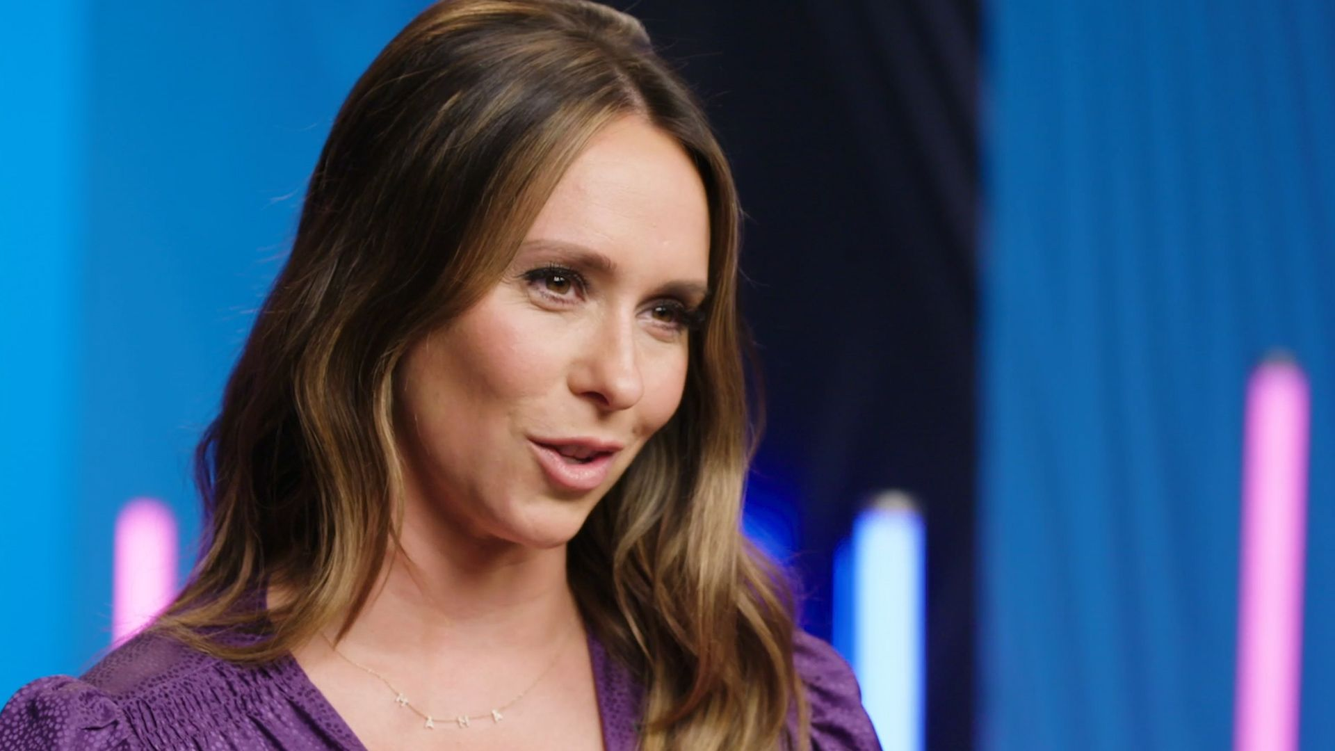 Jennifer Love Hewitt on Acting With Her Husband on 9-1-1