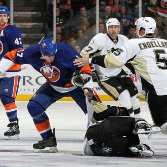 UNIONDALE, NY - FEBRUARY 11: Matt Martin #17 of the New York Islanders throws a punch at Maxime Talbot #25 of the Pittsburgh Penguins on February 11, 2011 at Nassau Coliseum in Uniondale, New York. (Photo by Jim McIsaac/Getty Images)