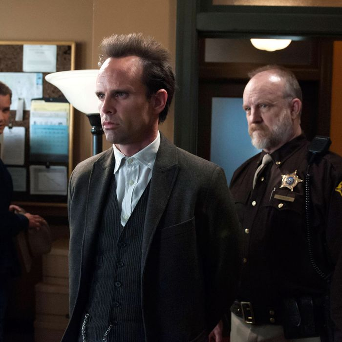 JUSTIFIED -- Foot Chase -- Episode 6 (Airs Tuesday, February 12, 10:00 pm e/p) -- Pictured: (L-R) Timothy Olyphant as Deputy U.S. Marshal Raylan Givens, Walton Goggins as Boyd Crowder, Jim Beaver as Shelby Parlow