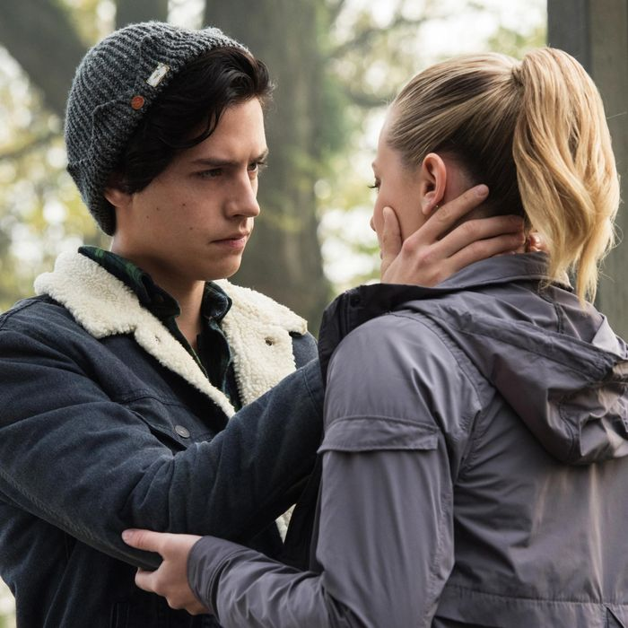 an asexual s defense of jughead kissing betty on riverdale