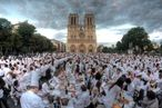 Mass confusion around Parisian picnic.