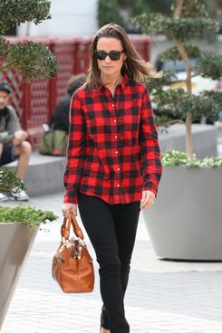 LONDON, UNITED KINGDOM - OCTOBER 11: Pippa Middleton seen out in South Kensington on October 11, 2011 in London, England. (Photo by Alex Moss/FilmMagic)