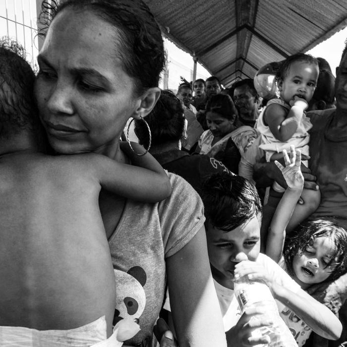 A mother holding her child along the caravan route.