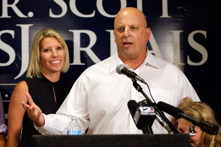 Scott DesJarlais and his wife at the Tennessee Primary in 2014.
