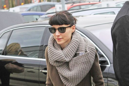 Rooney Mara of 'The Girl With The Dragon Tattoo' ('Verblendung') arriving at Schoenefeld Airport to catch a flight. Berlin, Germany - 06.01.2011 **Not available for publication in Singapore** Credit: WENN.com