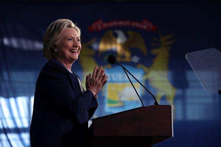 Clinton, Trump make last-minute push for votes
