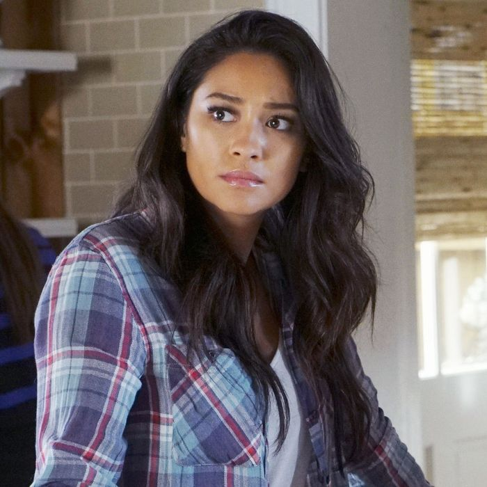 19 Lingering Questions About Pretty Little Liars That We