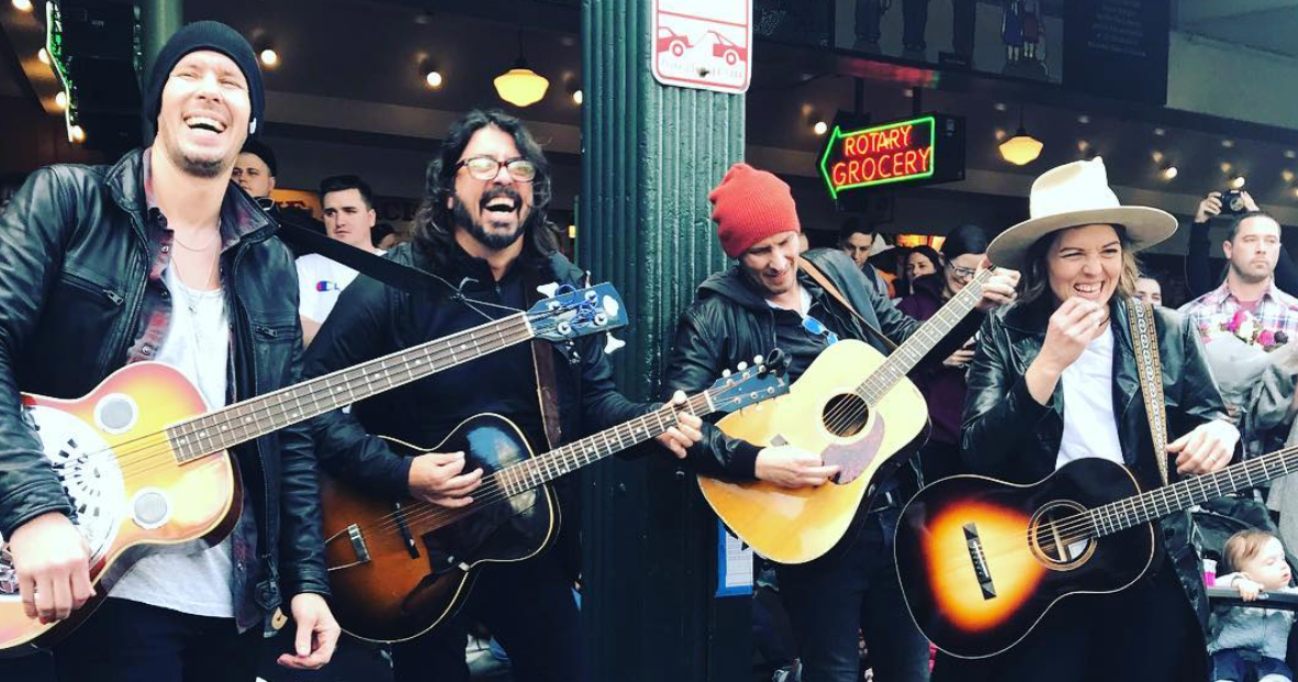 Brandi Carlile and Dave Grohl Were Busking in Seattle Yesterday - Vulture
