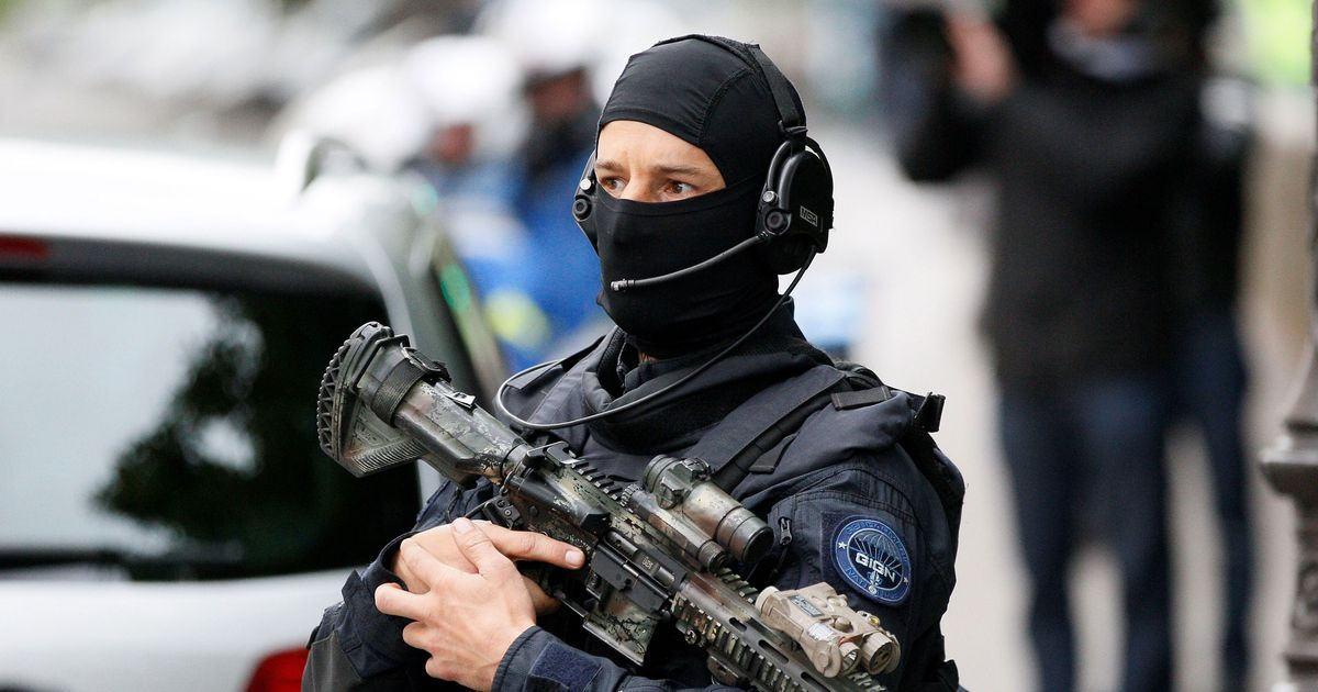 Robbers Hold Up McDonald's Full of French Special Forces