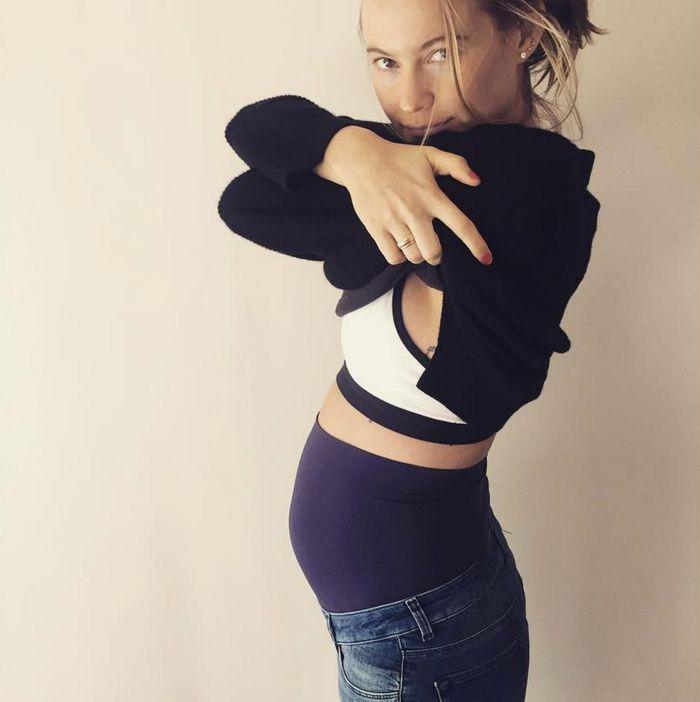 1f14c18bb Victoria s Secret Angel Feels Good in Maternity Jeans