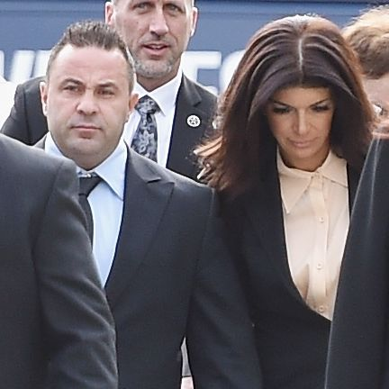 NEWARK, NJ - OCTOBER 02:  Joe Giudice (2nd from L) and wife Teresa Giudice arrive for sentencing at federal court in Newark on October 2, 2014 in Newark, New Jersey.  (Photo by Mike Coppola/Getty Images)