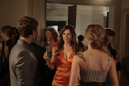 """'I Am Number Nine""GOSSIP GIRLPictured (L-R) Chace Crawford as Nate Archibald, Elizabeth Hurley as Diana Payne and Kaylee DeFer as Charlotte 'Charlie'  RhodesPHOTO CREDIT: GIOVANNI RUFINO/©2011 The CW Network, LLC. All Rights Reserved"