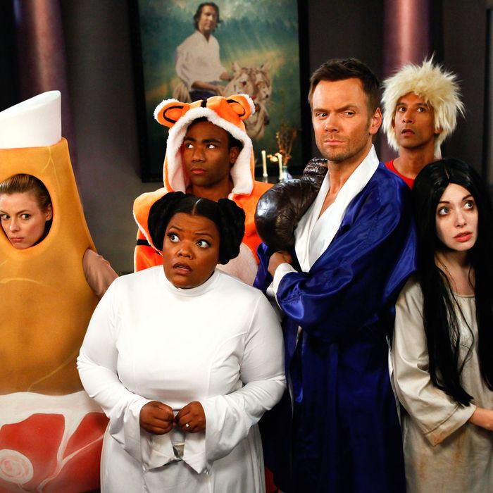 COMMUNITY -- Episode 403 -- Pictured: (l-r) Gillian Jacobs as Britta, Yvette Nicole Brown as Shirley, Donald Glover as Troy, Joel McHale as Jeff Winger, Alison Brie as Annie