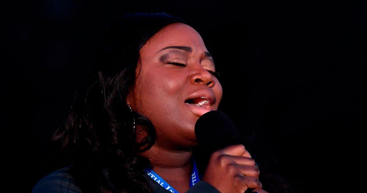 Nurse Lori Marie Key Sings 'Amazing Grace' at COVID-19 Memorial