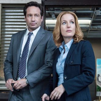 THE X-FILES: L-R: David Duchovny and Gillian Anderson in the
