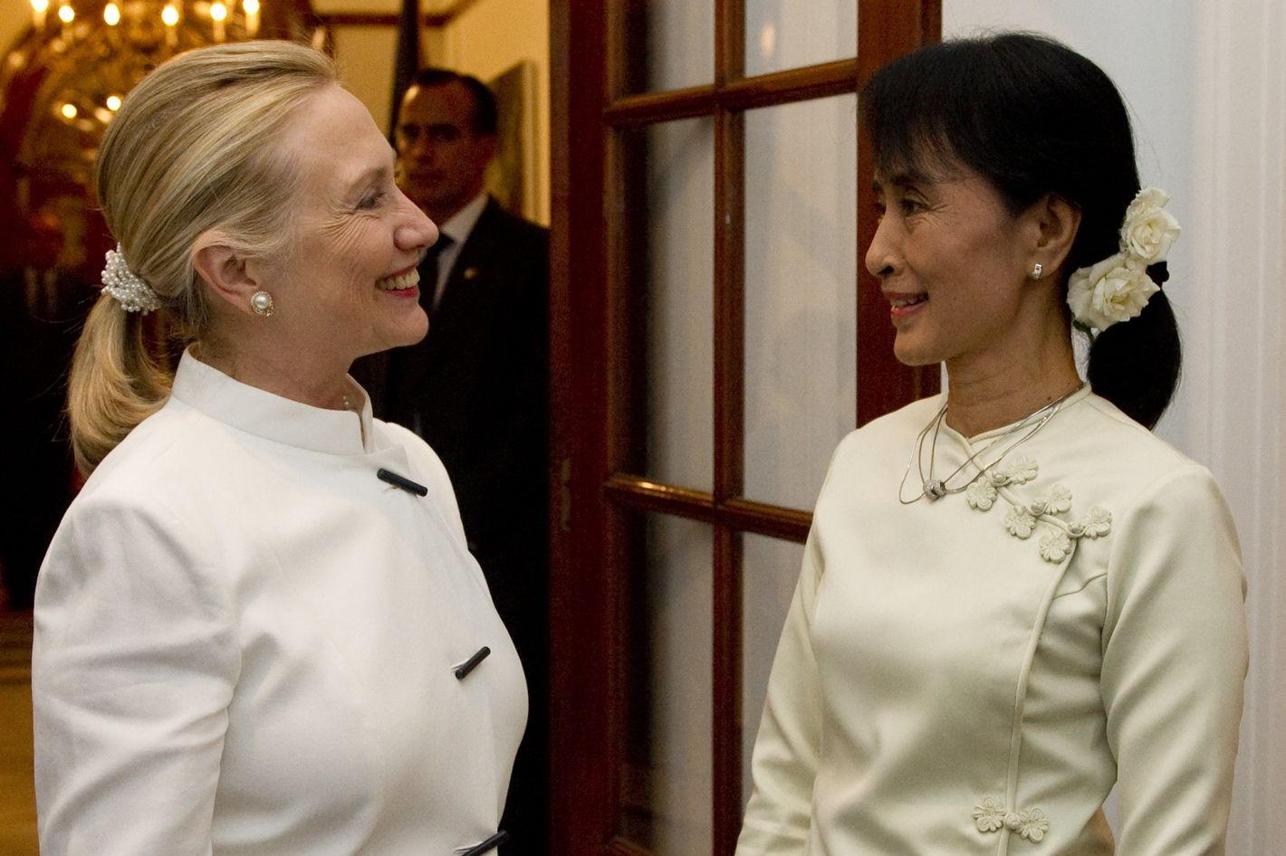 US Secretary of State Hillary Clinton(L) and pro-democracy opposition leader Aung San Suu Kyi talk prior to dinner at the US Chief of Mission Residence in Rangoon, Myanmar, December 1, 2011. Clinton is traveling to the country on a two-day visit, the first by a US Secretary of State in more than 50 years. AFP PHOTO / POOL / Saul LOEB (Photo credit should read SAUL LOEB/AFP/Getty Images)