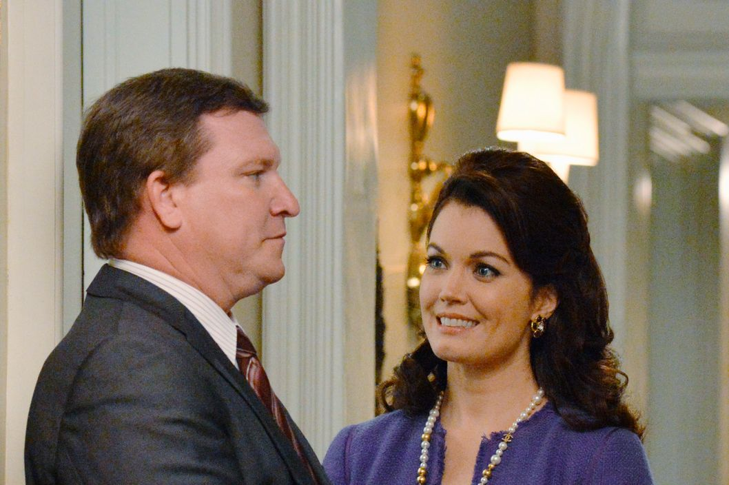 "SCANDAL - ""It's Handled"" - With Olivia's name out there as the President's mistress, both the White House and Pope & Associates face their biggest scandal to date, and a surprise allegiance is formed in order to get things handled. Meanwhile, Olivia's father, Rowan, will stop at nothing to carry out his orders and no one, including Olivia, can stand in his way, on the Season 3 Premiere of ""Scandal,"" THURSDAY OCTOBER 3 (10:00-11:00 p.m., ET) on the ABC Television Network. (ABC/Eric McCandless)STONEY WESTMORELAND, BELLAMY YOUNG"