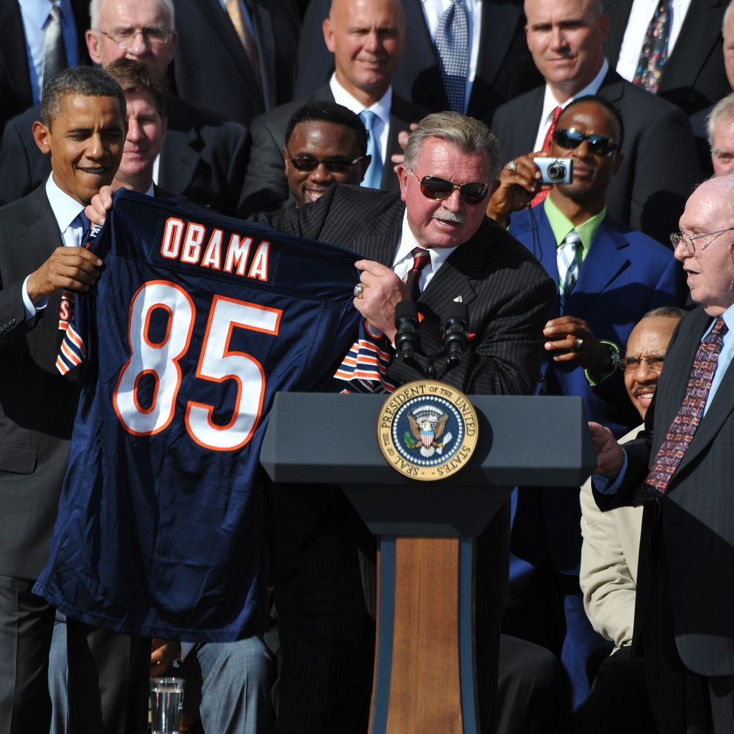 Head coach Mike Ditka (C) presents a jersey to US President Barack Obama as defensive co-ordinator Buddy Ryan (R) looks on during an event celebrating 1985 Super Bowl champions, the Chicago Bears, October 7, 2011 on the South Lawn of the White House