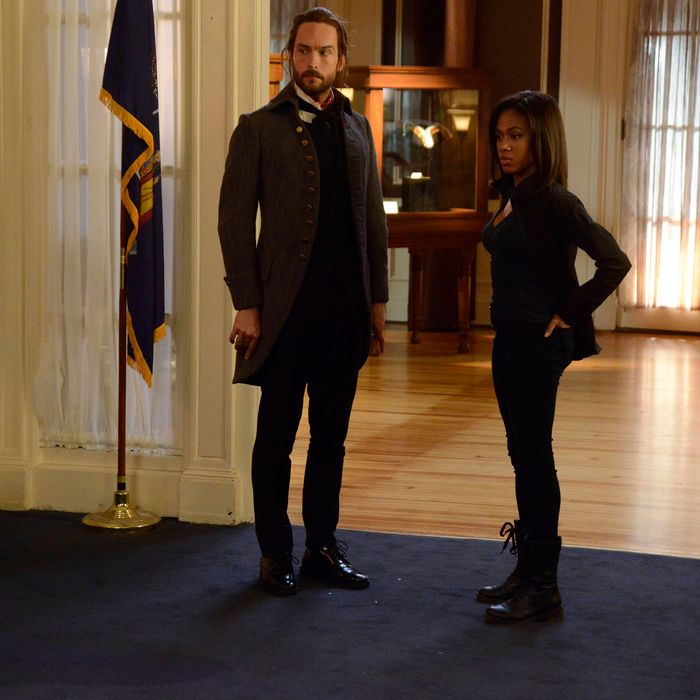SLEEPY HOLLOW: Ichabod (Tom Mison, L) and Abbie (Nicole Beharie, R) investigate a crime scene in the