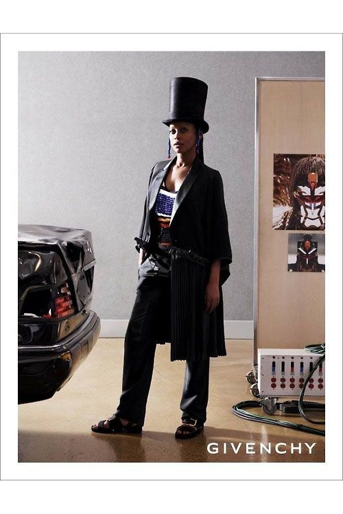 <b>Model:</b> Erykah Badu   <b></b><b>Photographers:</b> Mert Alas and Marcus Piggott