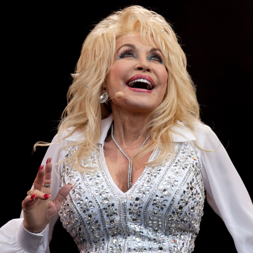 Dolly Parton in Bed Images & Pictures - Findpik